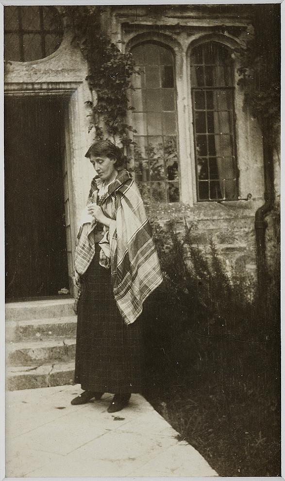 Woolf in 1923