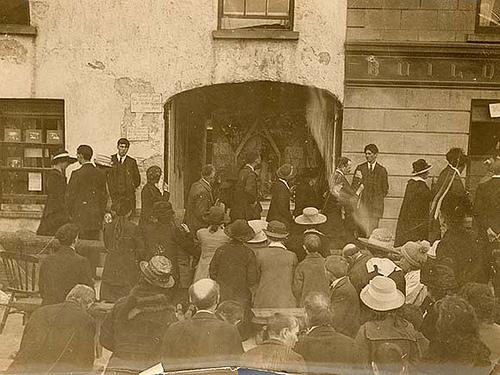 crowd 1920