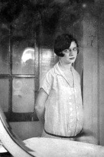 Josefa pregnant with twins - 1929