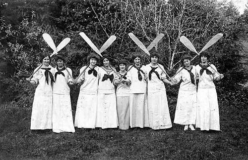 women paddles