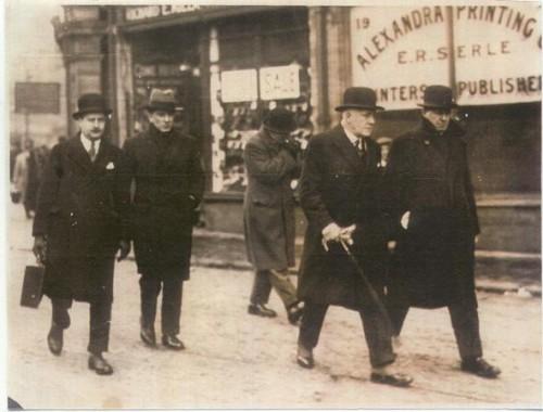 Swansea Cid With Scotland Yard Officers Leaving High Street Station 1929 Re Murder Plunch Lane