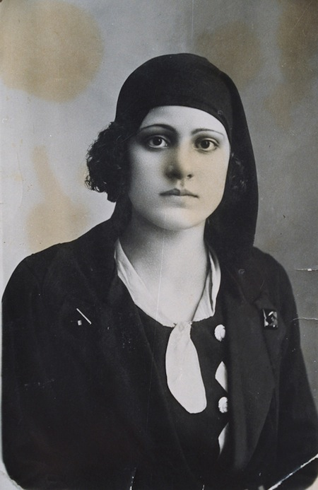 1-women-unknown-woman-from-syria-from-archive-of-hussain-saleh-1920s