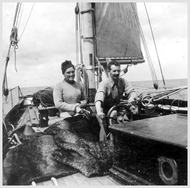 Robert-Erskine-Childers-at-sea-with-his-wife-Molly-Glendalough-House