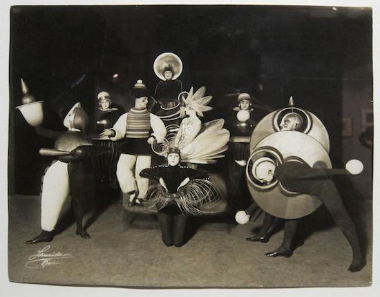 1924: Schlemmer's Triadische Ballett