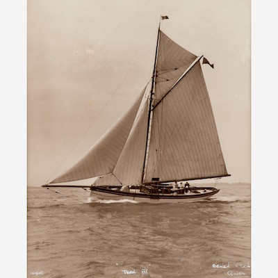 early-silver-gelatin-photographic-print-by-beken-of-cowes-yacht-tern-iii