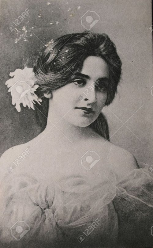 9158221-Original-postcard-of-gorgeous-young-woman-in-1910-in-black-and--Stock-Photo