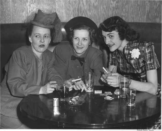 ladies-drinking